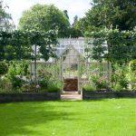 Design & Style passen - Garten mit einem Mottisfont Greenhouse.