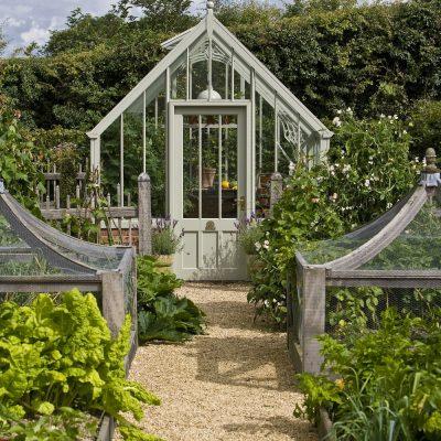 Warum ein Gewächshaus großartig für einen kleinen Garten ist