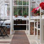 Ornamiertes Gusseisen macht die Bodengitter robust und dekorativ.