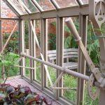 Fensterklappe mit langem Belüftungshebel und Spandrille.