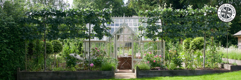 Englisches Gewächshaus im viktorianischen Stil für kleinere Gärten.