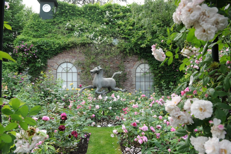Für Rosenliebhaber ein Traum: Der romantische Rosengarten.
