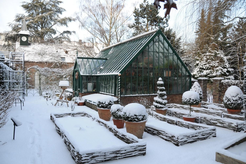 Schnee im Englischen Garten in Köln.