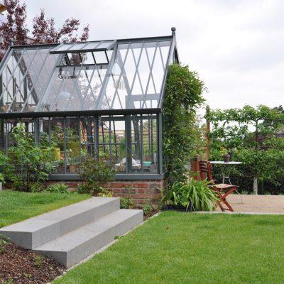 Ein viktorianisches Gewächshaus in einem modernen Garten?