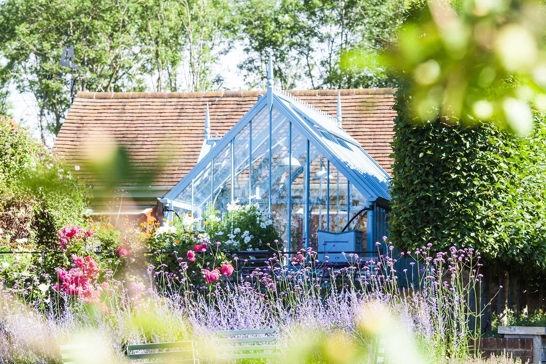 Blaues Chambers im Sommergarten.