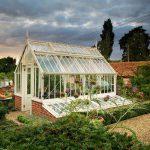 Das Aiton Greenhouse mit Frühbeeten.