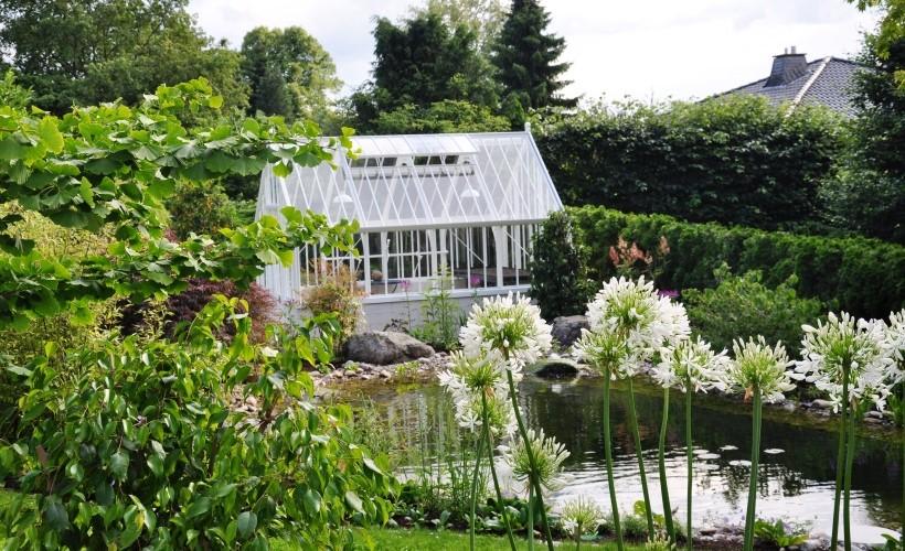 Englisches Gewächshaus zum Teich | am Drachenfels