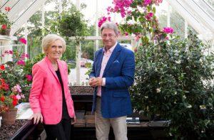 Mary Berry und Alan Titchmarsh im Alitex Gewächshaus.
